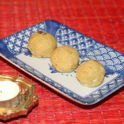 Semolina and coconut laddoos