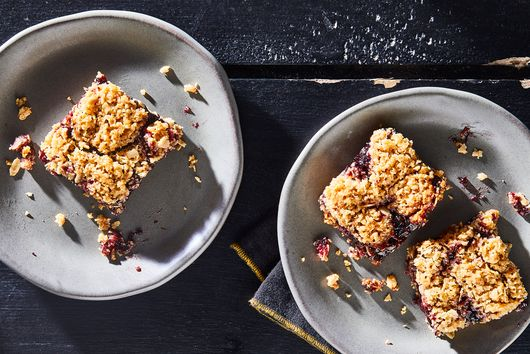 4-Ingredient Oaty Jam Bars for Better Breakfasts, Happier Days
