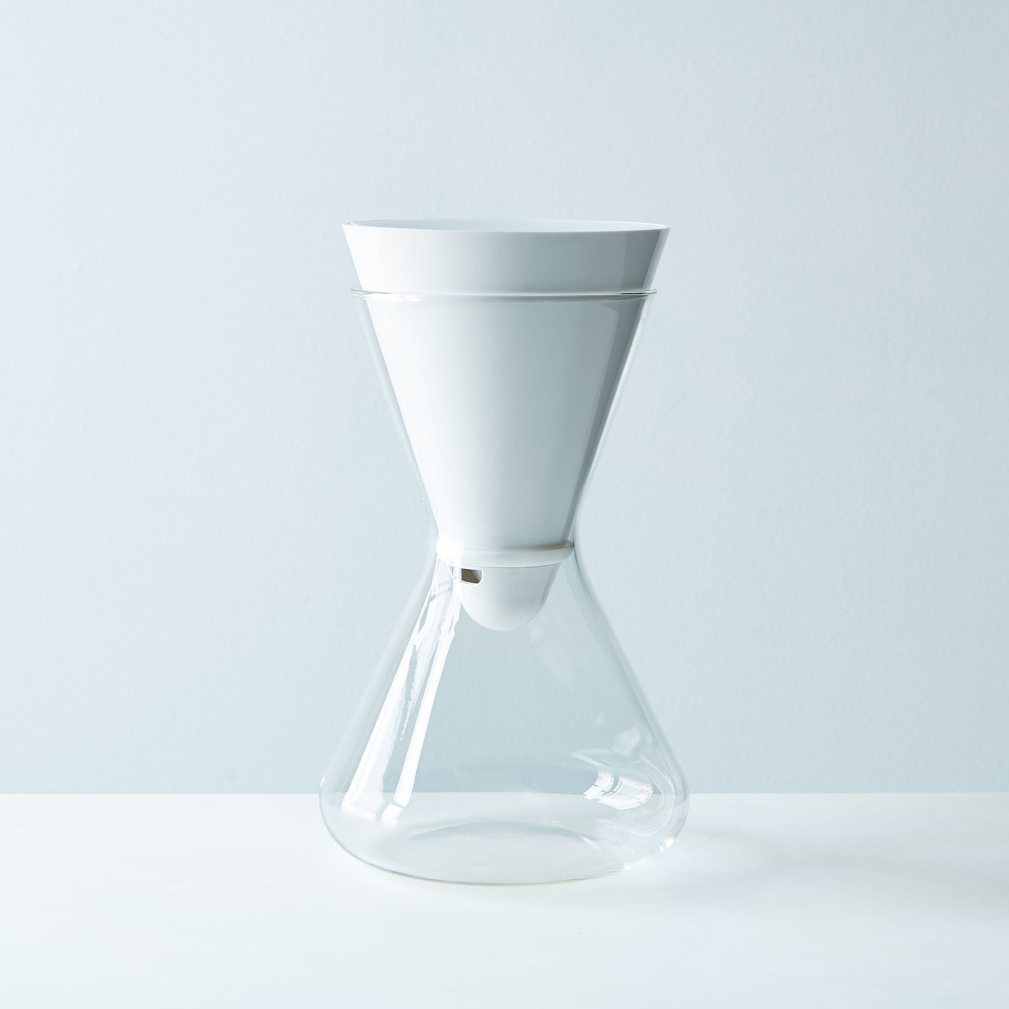 D7a676a4 0eda 4575 a00f b7520a424444  soma water carafe and filter provisions mark weinberg 30 06 14 0192 silo