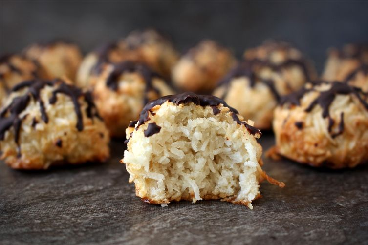 Coconut Macaroons with Chocolate Drizzle
