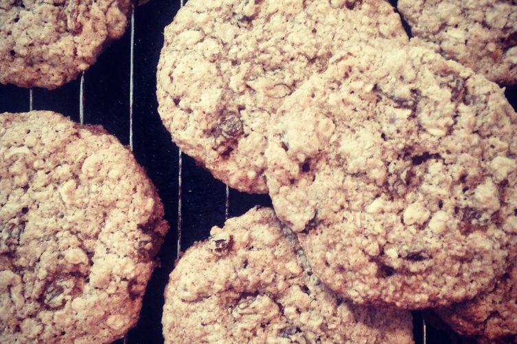 Silly Good Oatmeal Cookies with Golden Raisins (flourless and vegan)