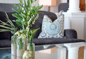 Make This Quick DIY Vase for A Seaside-Inspired Brunch