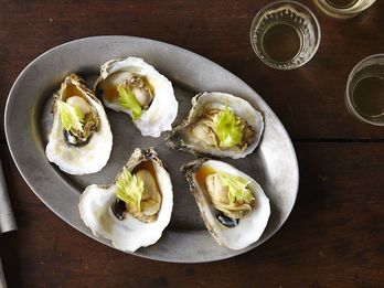 How to Tell The Difference Between the 5 Types of US Oysters