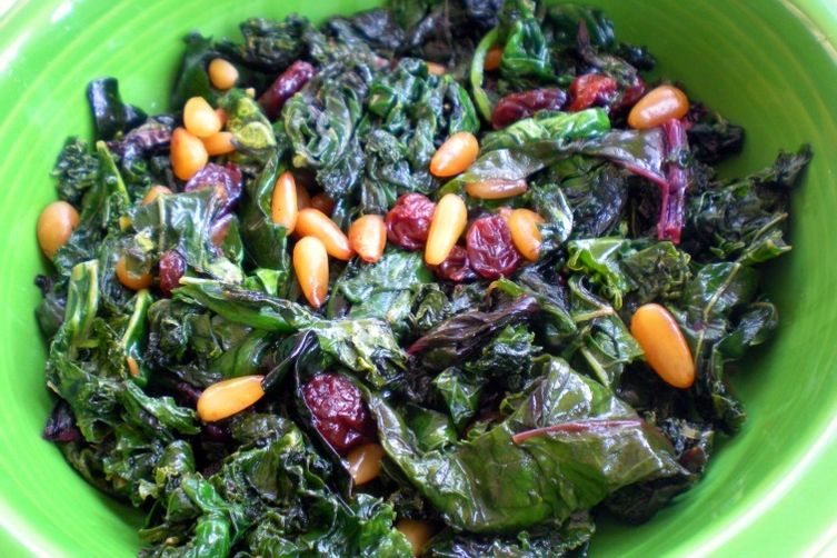 Kale with raisins and pine nuts