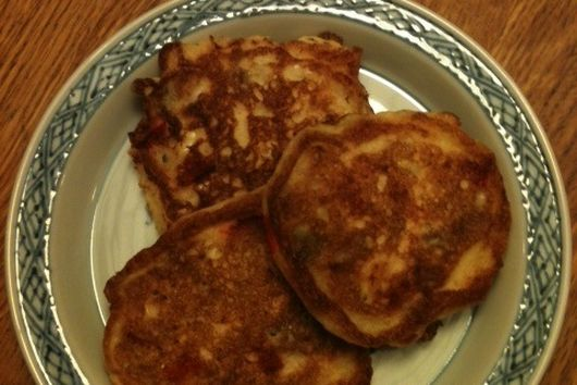 Cornmeal cakes with vegetable bits