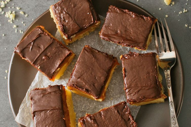 Millionaire's shortbread with dark chocolate ganache topping