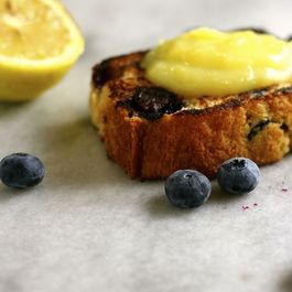 59967a01-ac20-403e-9179-c5d01c8c1e75--grilled-blueberry-bread-with-lemon-curd2
