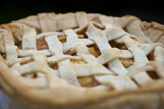 Chunky Caramel Apple Pie