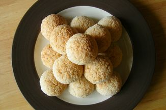 4fbb59bc-bd77-4751-90b3-9caef7e61442.5.15.11_coconut_macaroons_best_sm