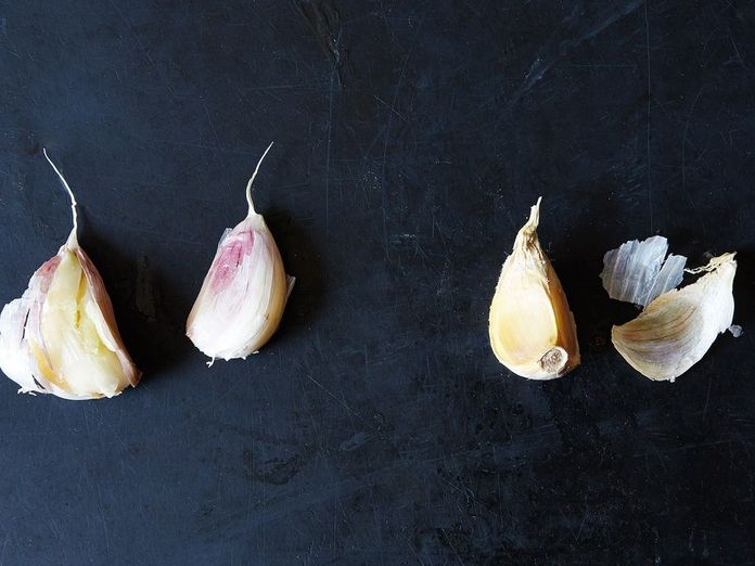 Should You Remove the Green Germ from Garlic?