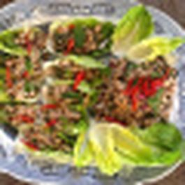 Larb moo - Thai spicy salad with pork