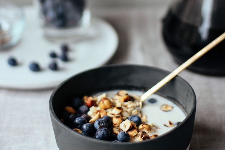 OVERNIGHT OATMEAL WITH BLUEBERRY + HAZELNUTS