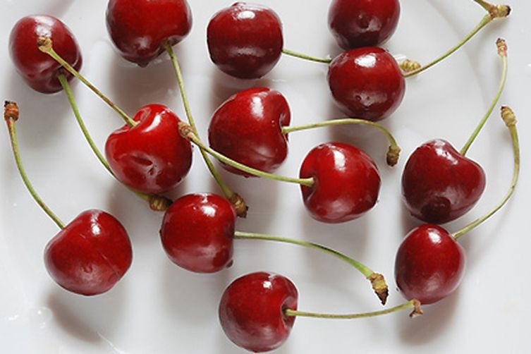 Chili-Chocolate Dipped Cherries