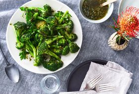 2b13584e a228 4930 bfcc 27342d48c724  2018 0301 sponsored miele steamed broccoli with vinaigrette recipe hero 3x2 julia gartland 189 1