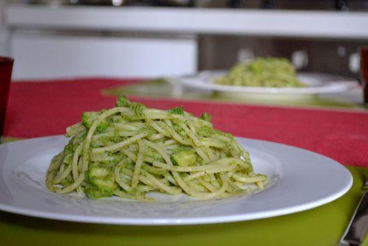 Spaghetti with a Creamy Zucchini & Mint Sauce