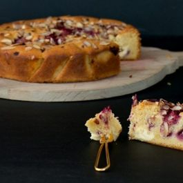 Raspberry & Vanilla cake with Honey Cream Cheese Chunks