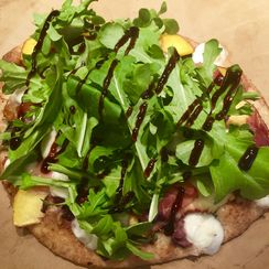 Grilled Flatbread with Peaches, Prosciutto, Mozzarella and Arugula