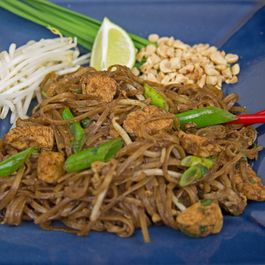 532f57cb 289a 40d0 a843 e12632464930  pad thai with chicken edited 1