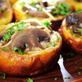 33637311 a907 4578 b057 cfb803f6a583  yorkshire pudding with mixed mushroom ragout 1024x682