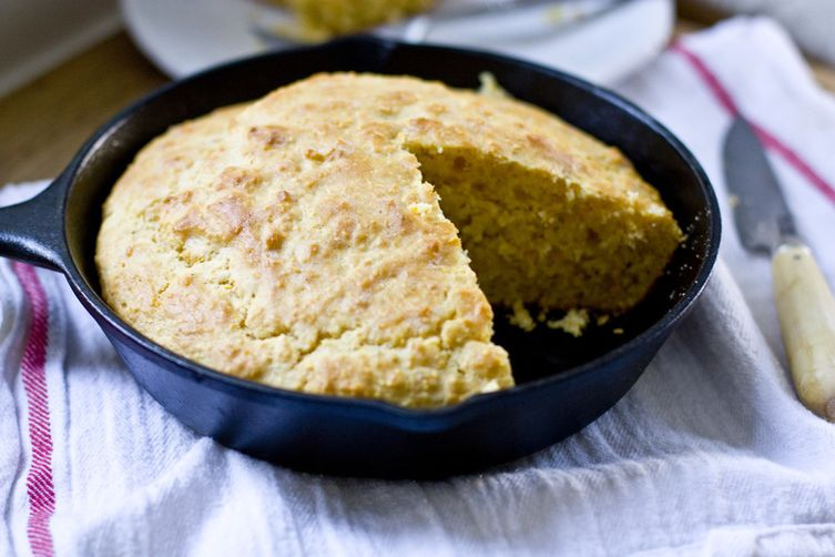 SKILLET CORNBREAD :: STONE GROUND CORNMEAL, MAPLE, BUTTERMILK