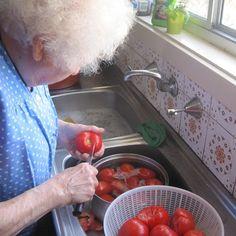 Nonna's fresh tomato sauce for pasta