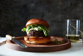 Abc563ea c14e 4540 b1e5 149fb26a1702  2016 0719 burger with fig jam goat cheese james ransom 439
