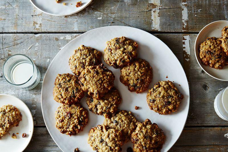 Low-Sugar Oatmeal Raisin Cranberry Cookies