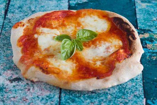 Authentic Neapolitan Cheese Pizza (la vera pizza margherita) - Campania