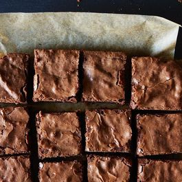 E37e3d73-0b11-40e8-90a7-2a94589bee1c.super-fudgy-brownies_food52_mark_weinberg_14-11-04_0011_1-