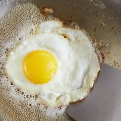 For Splatter-Free Fried Eggs, Skip the...Heat?