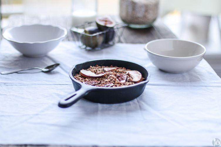 Fig baked oatmeal with apple and greek yogurt