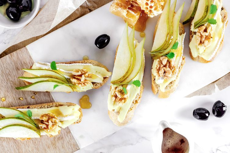 BRIE PEAR & WALNUT BITES