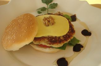 B0f1f956-c159-4bab-9734-ef54d2fd2c1d--chicken_burger_day_2