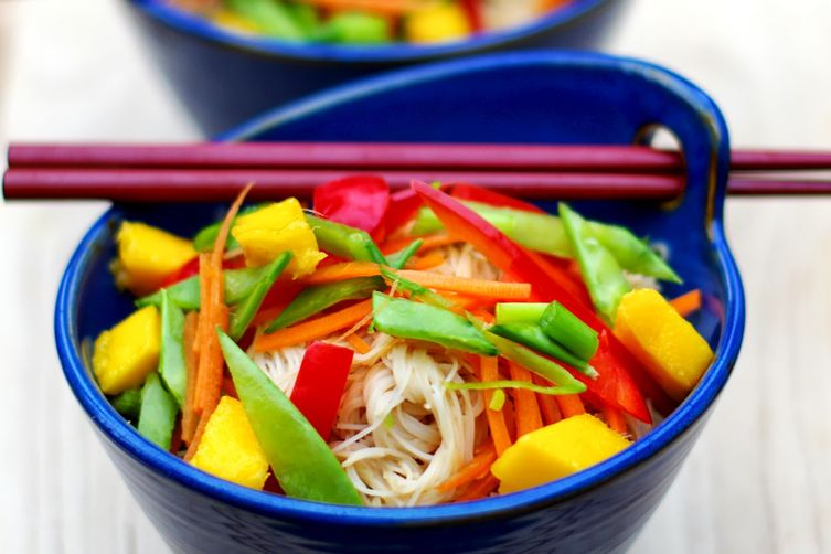 Thai Rice Noodle Salad with Peanut Sauce Dressing