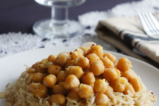15 Minute Chickpeas Over Rice