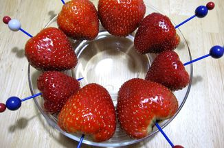 53cc27ae-1b82-468e-9228-641cd3101659--chocolate_vodka_strawberries