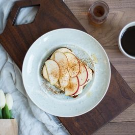 Maple-Cinnamon Greek Yogurt Hummus Toast & Apples