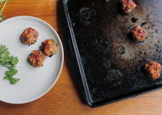 tomato-glazed cocktail meatballs with bacon