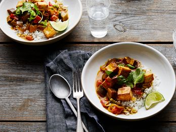A Spicy Coconut Curry for Straddling Seasons