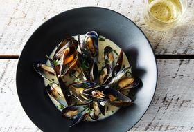 Cc4eadde e5f6 41bc b33e 2a735c309309  2014 0325 finalist mussels dijonnaise 028