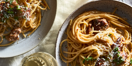 A 15-minute noodle dinner that checks every single box: creamy, cheesy, garlicky...