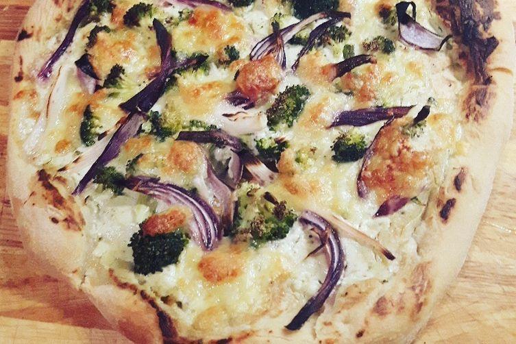 BROCOLLI & RED ONION PIZZA