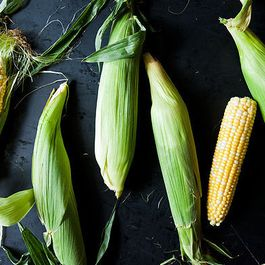 How to Remove the Silk from an Ear of Corn