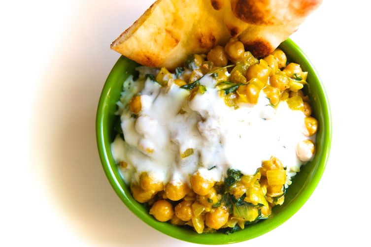 Chickpea & Spinach Curry with Lime Yoghurt & Garlic Nan