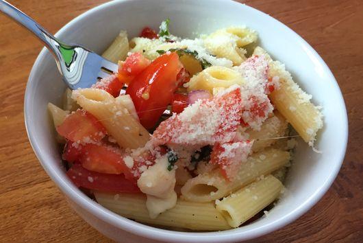 Fresh Tomato & Mozzarella Pasta!