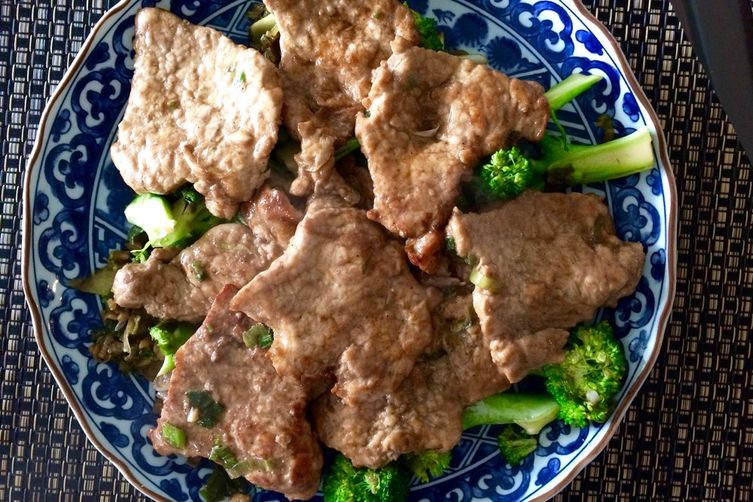 Pan-Fried Pork Chops with Scallions and Broccoli