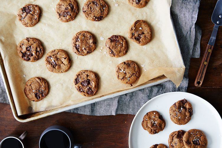 Chewy Vanilla Spice Cookies with Chocolate Chunks (Vegan, too!)