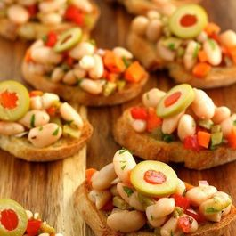 Tuscan White Bean Crostini