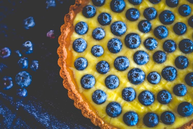 fresh blueberry tart with vanilla cream