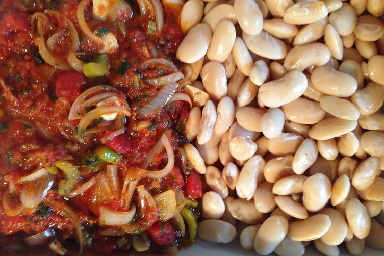 Baked Greek giant beans {gigantes sto fourno}